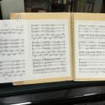 ペラ楽譜はこうやって。そのままじゃ練習もできないでしょ。